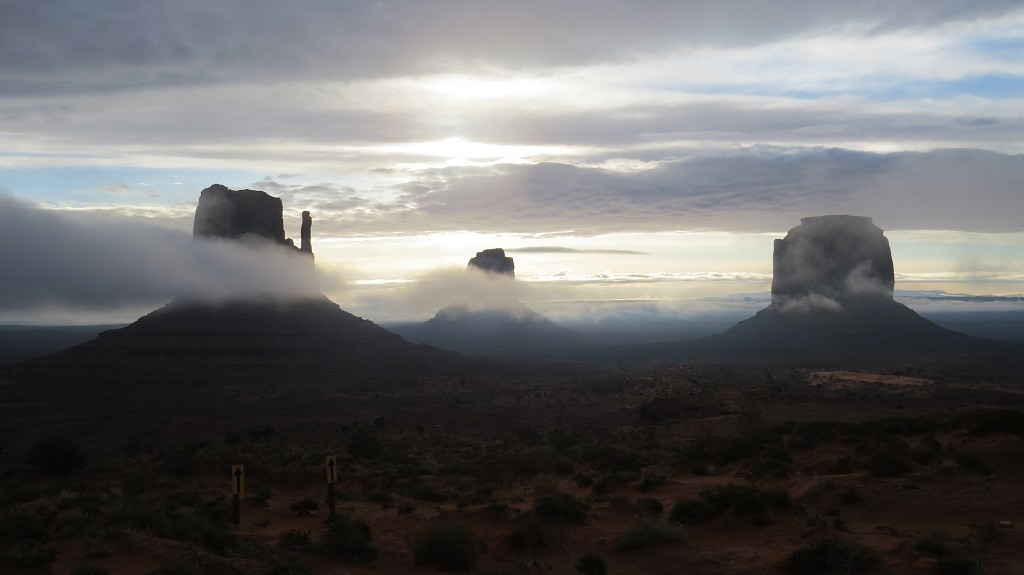 Morgennebel im Monument Valley