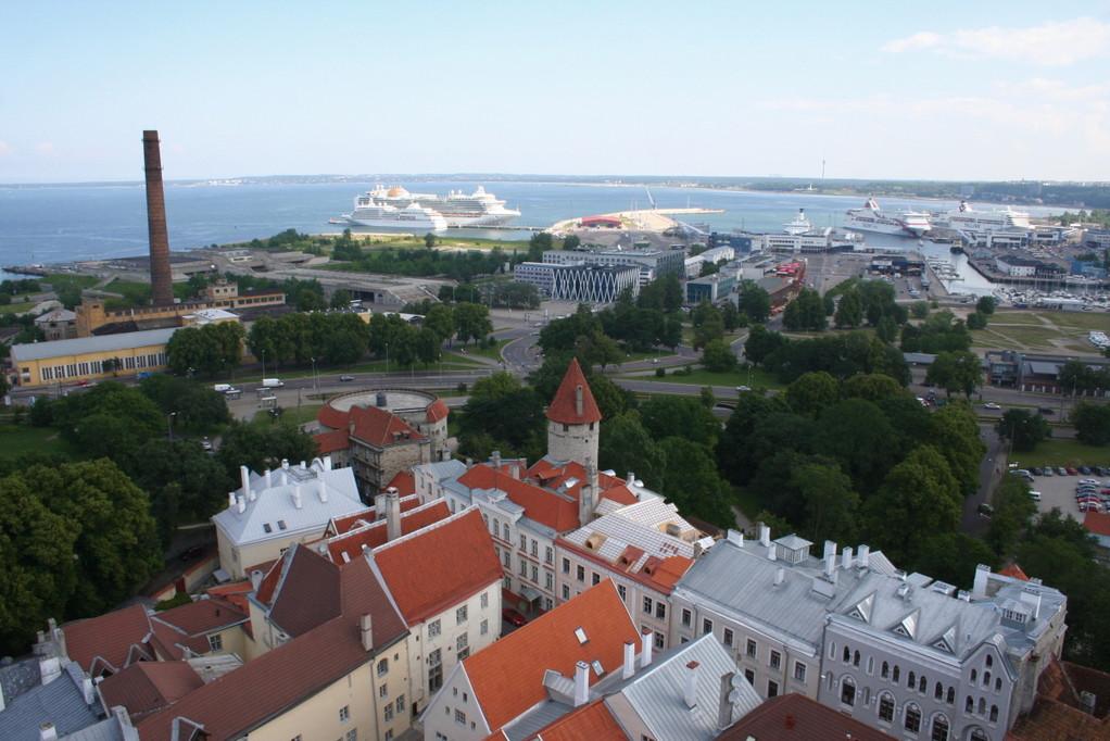 Blick von oben zum Hafen...