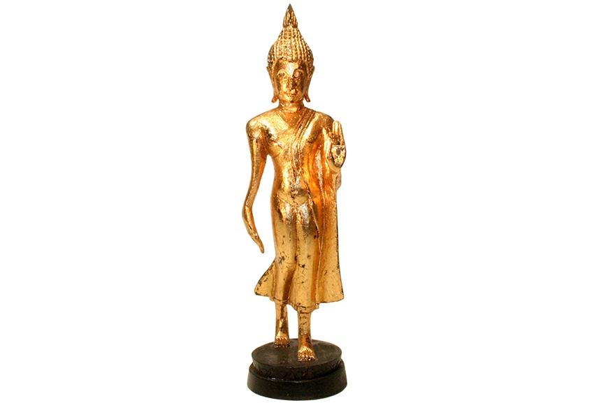 schreitender Buddha aus Holz
