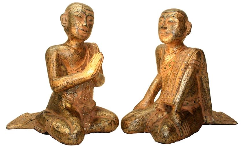 Betende Mönche - thailändische Mönchsfiguren - sitzende Mönche