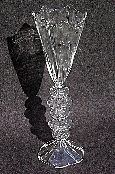 Goblet 3 aus Glas von Des Pots. Allein oder in der Gruppe, eine wunderbare Dekoration für Ihre Wohnwelt.