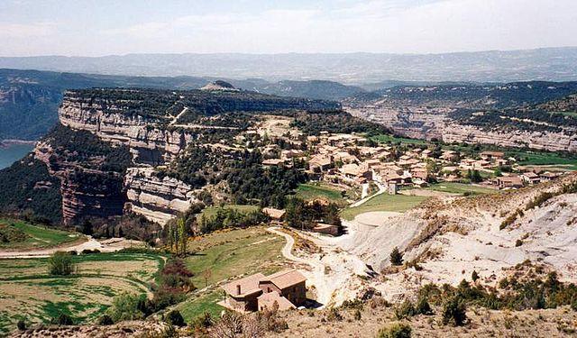 Tavertet über den Cingles und dem Stausee von Sau (Wikimedia/Jordi Mas i Caballe)
