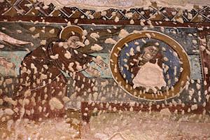 Engel und Medaillon mit Sonnenfigur in der Kreuzigungsszene (Quelle: www.monestirs.cat)