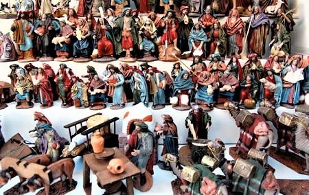 krippenfiguren_auf_dem_santa_llucia_markt_in_barcelona
