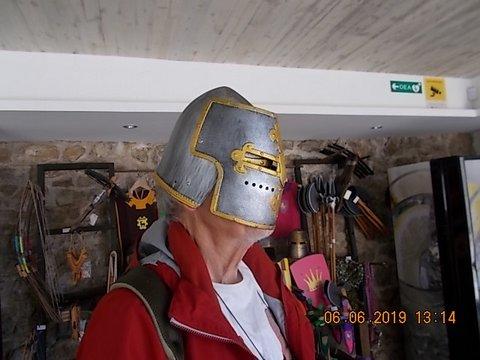 ... und einer, der sich mal kurz seinen Helm aufgesetzt hat