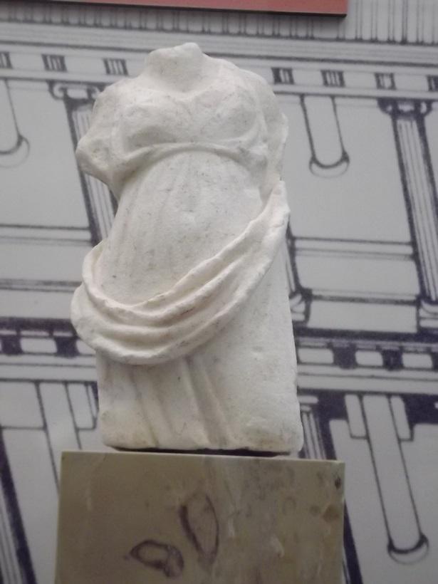 Lädierte Themis - alt