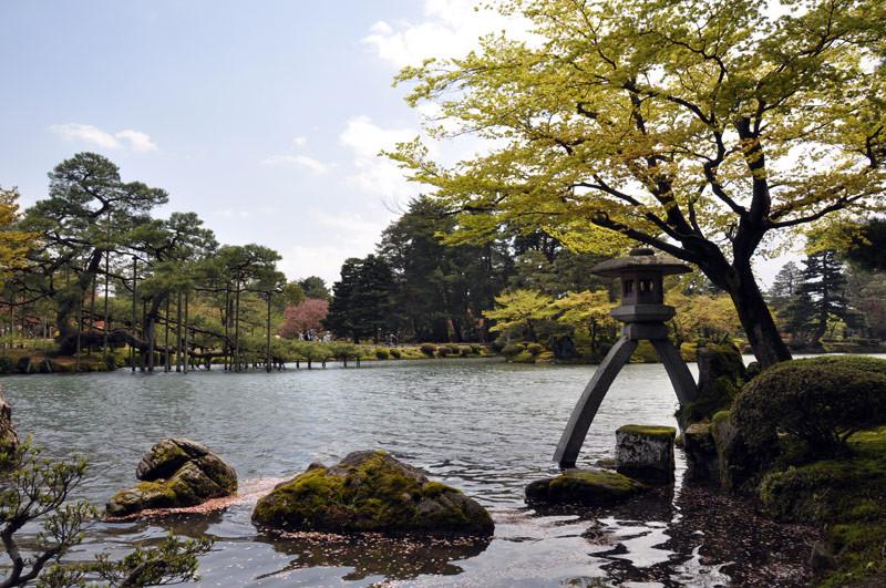 The Kotoji-tōrō Lantern in Kenrokuen