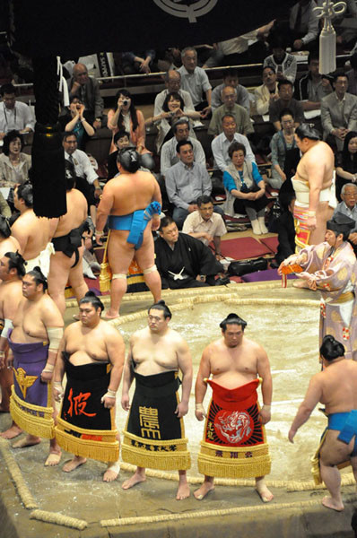 The maku-uchi ring-entering ceremony