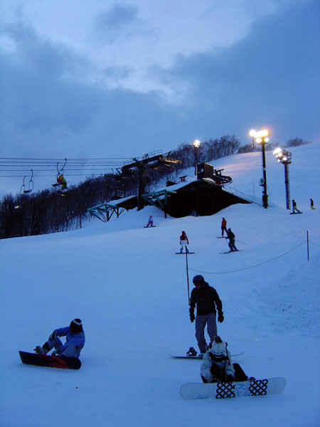 Night skiing at Grand Hirafu