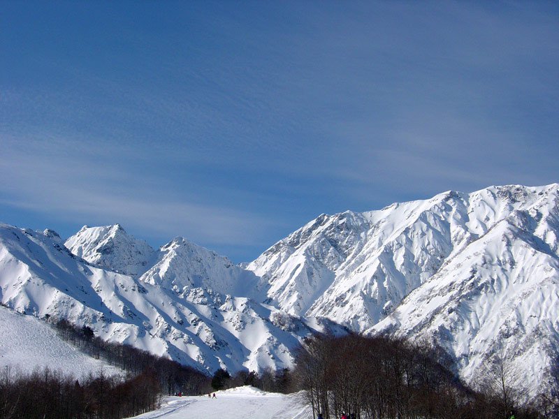 The mountainous backdrop at Happo-Oné