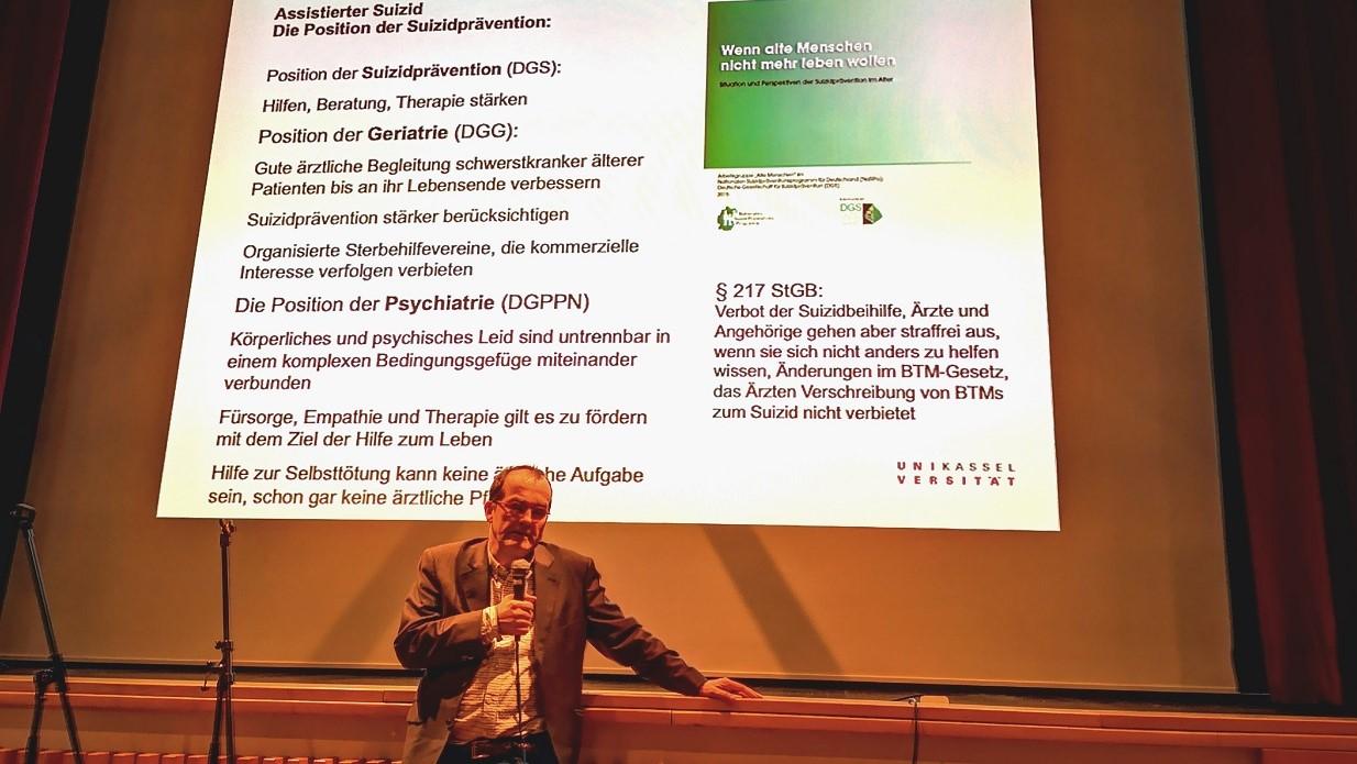 Infoabend am 22.1.2019 - Der Referent Prof. Lindner während der Aussprache