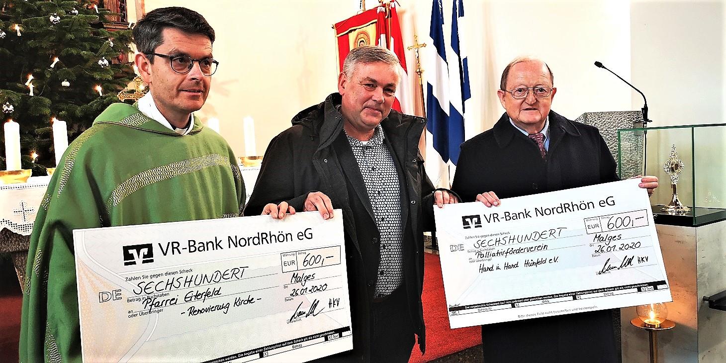 Dechant Markus Blümel, Thomas Vogel und Dr. Ambros Greiner bei der Übergabe der Spenden aus dem Adventskonzert 2019 in Malges