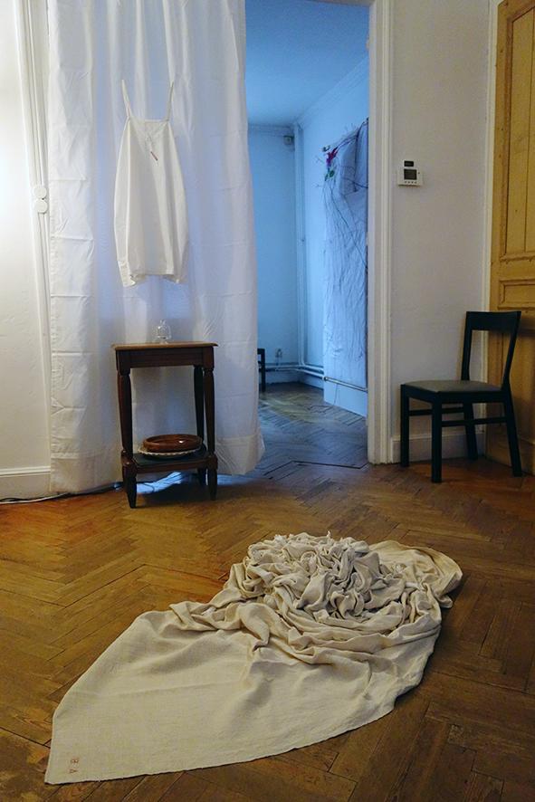 Vue de l'exposition les maisons folles #6. Ici la maison #7
