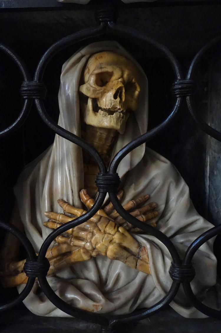 La Mort derrière les barreaux.