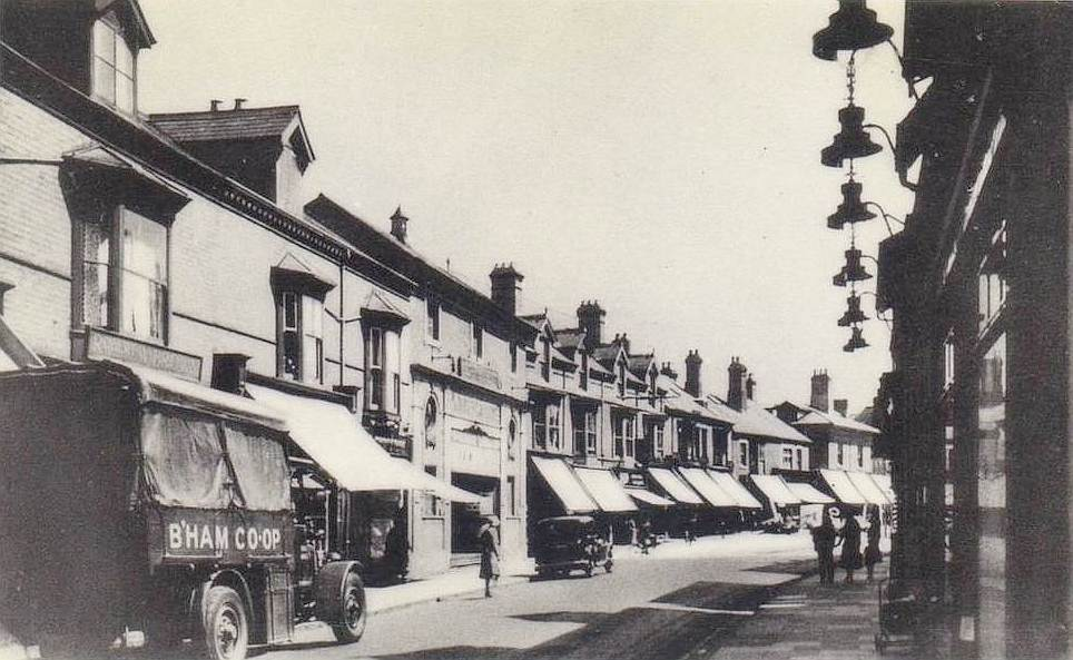 A Co-op van near the Warwick Road branches, 1934. Acocks Green's first cinema, the Picture Playhouse, by then already closed for five years, is visible beyond the van (Birmingham Libraries)