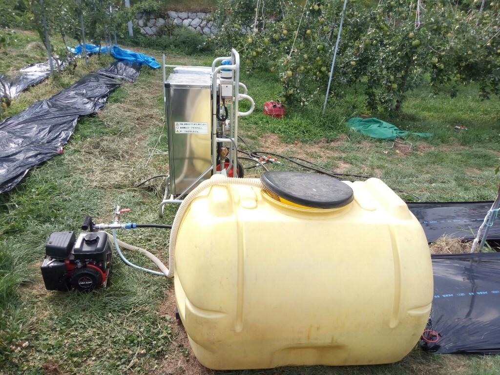 水タンク。一坪あたり600リットルの水を使います