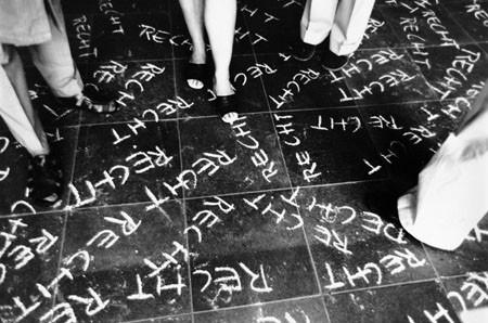 Das Recht mit Füssen treten, Fotografie 1968, 54x83 cm