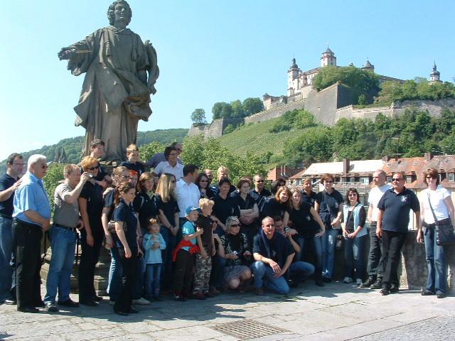 Würzburg 2007- ein tolles Gemeinschaftserlebnis, Gruppenbild auf der Alten Mainbrücke