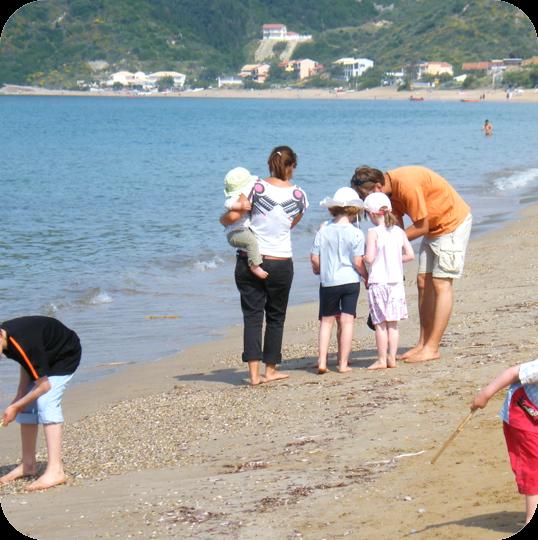 Naturpädagogik: Am Badestrand macht lernen Spaß (Griechenland 2007).
