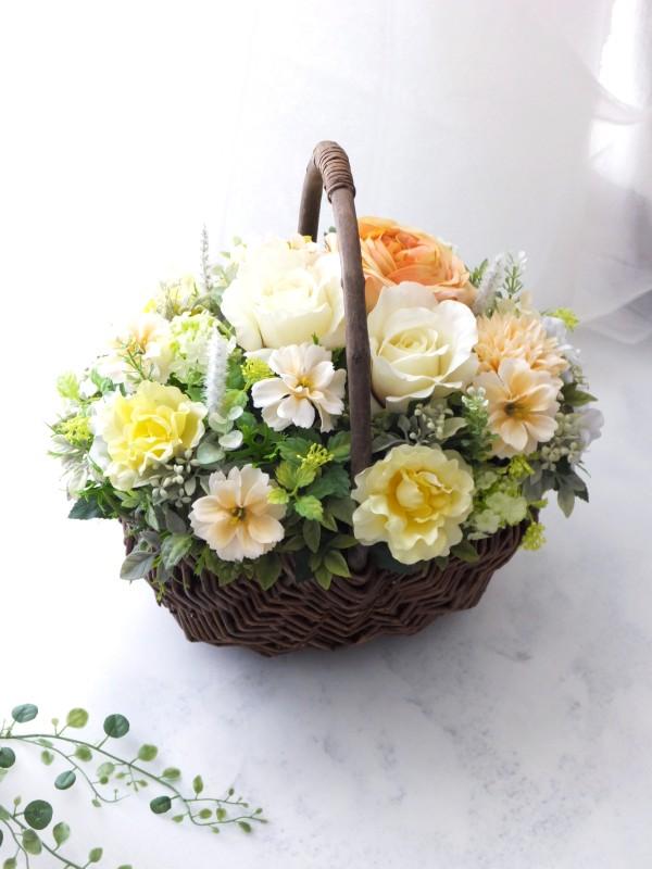 優しい黄色の造花アレンジメント