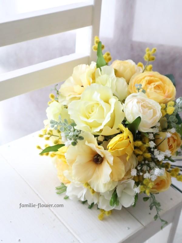 黄色い花を束ねる早春のレッスン・造花