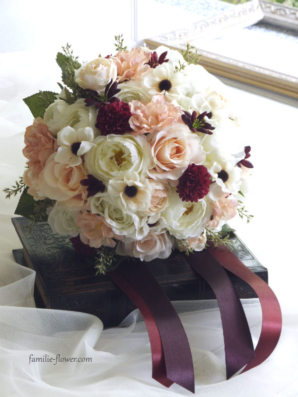 白バラと小さなアネモネのブーケ