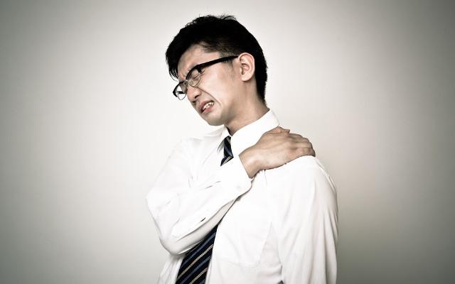 肩こりから頭痛に…緊張型頭痛とは