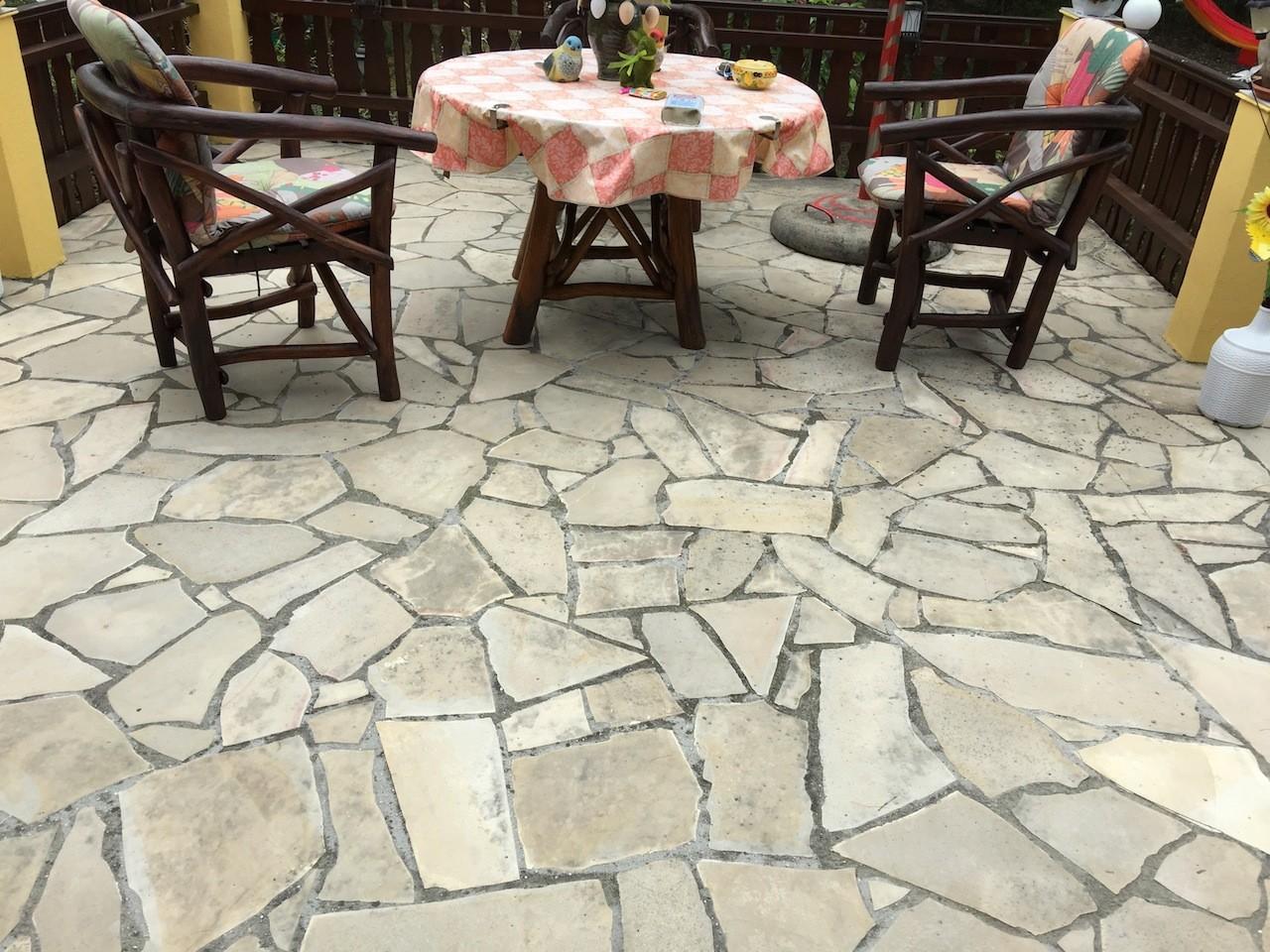 Pon age d 39 une terrasse en pierre de solnhofen crsm for Poncage carrelage