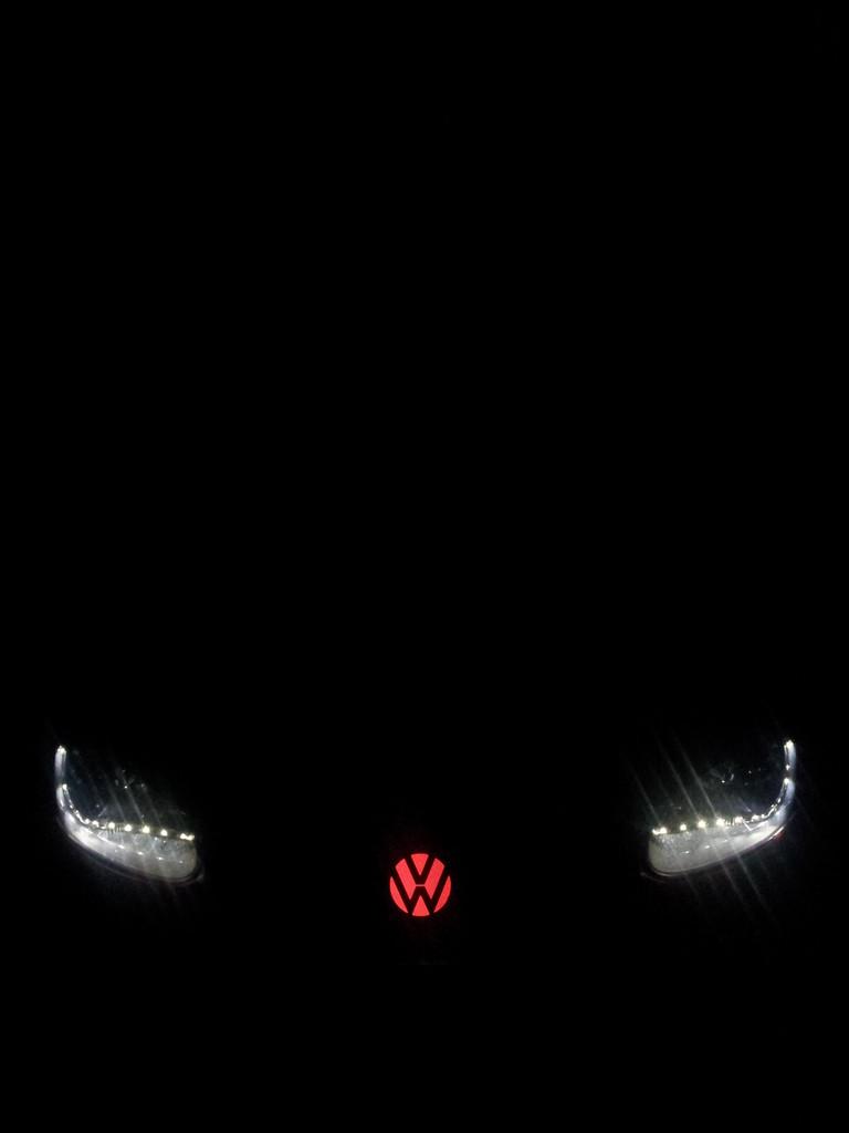 VW Logo beleuchtet mit EL-Folie rot