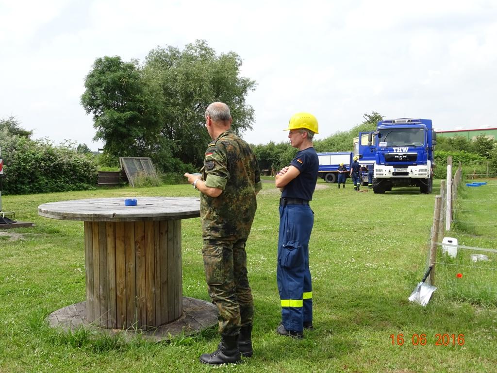 Aufbau Mobilheim 4 Teampartner-Hund-Hoya e.V.