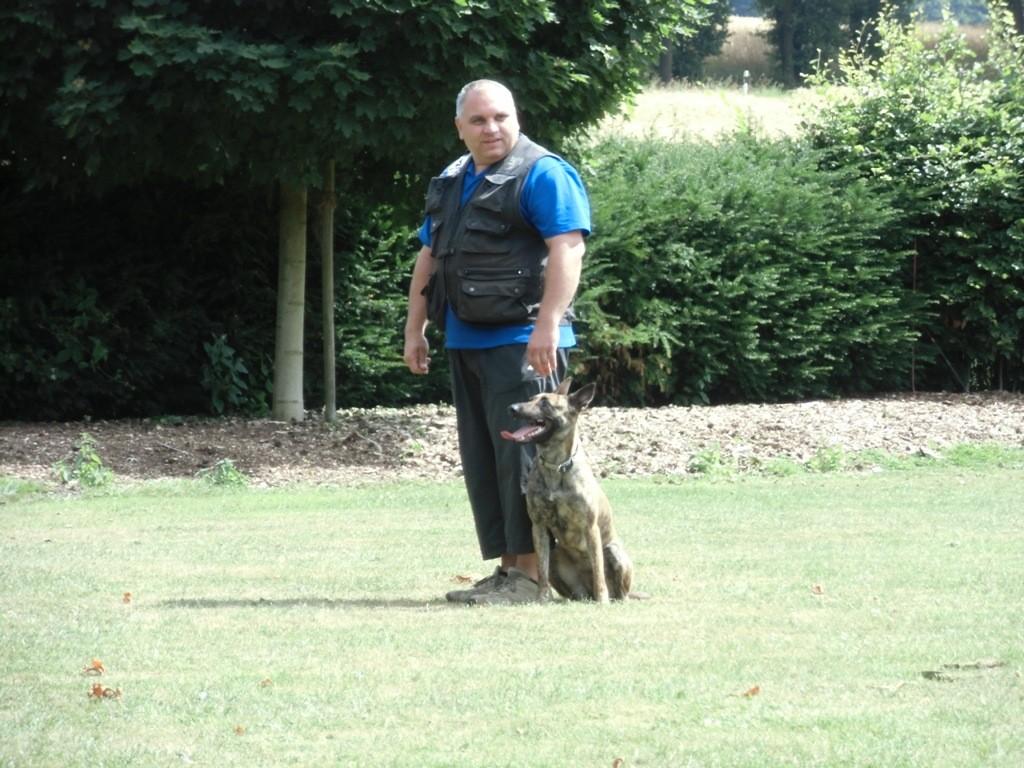 Bernd mit Zita beim Training Teampartner-Hund-Hoya e.V.