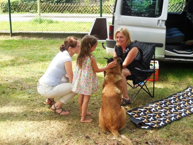 Silke mit Sky beim Sommerfest der Familienbetreuungstelle 2.
