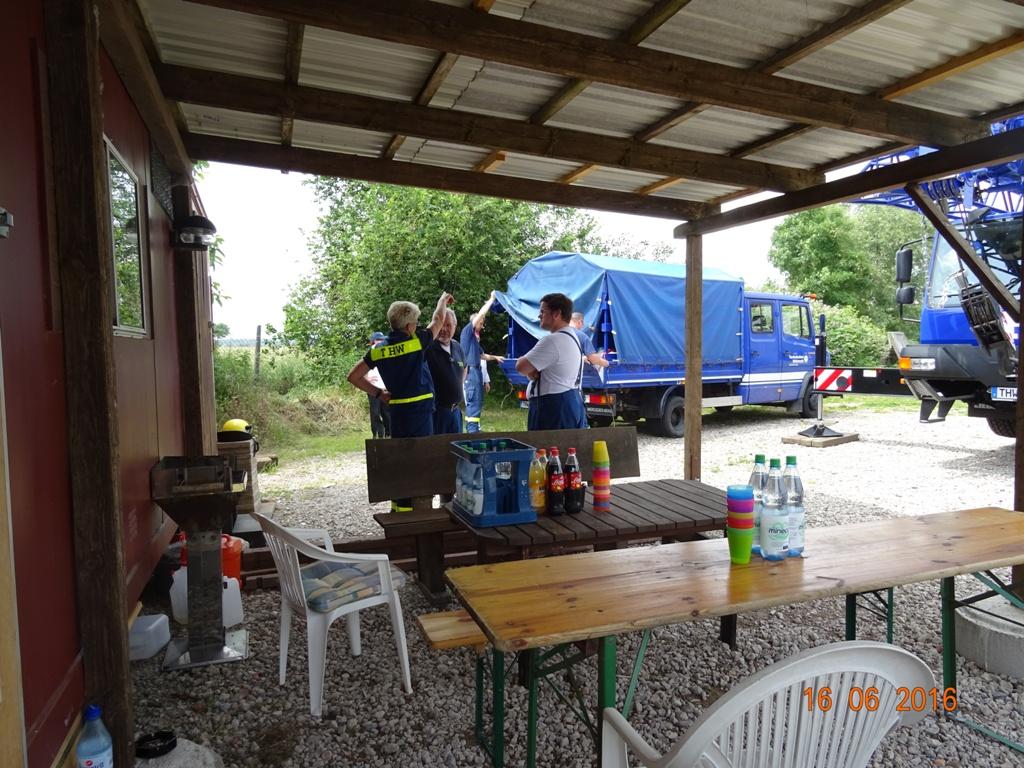 Vorbereitung für die Mittagsverpflegung bei Teampartner-Hund-Hoya e.V.