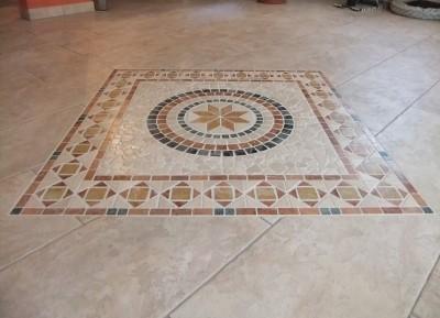 Mosaik im Bodenbelag von Krättli Bodenbeläge Schiers