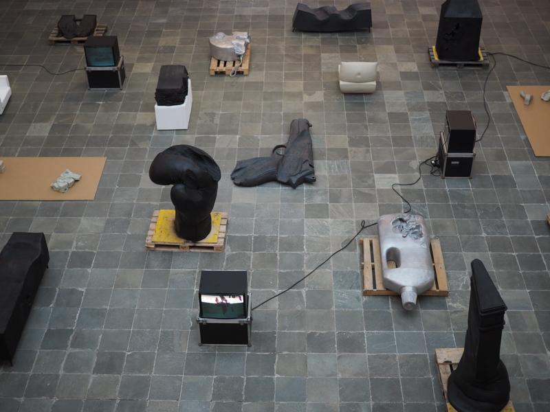 21er Haus mit dem performativen Skulpturen