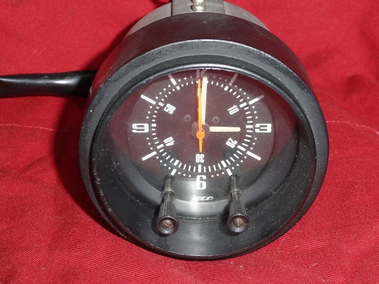 6f88a2e539 S30Z の 時計 は電気時計 - 日産旧車達、特にフェアレディーS30Zを探求 ...