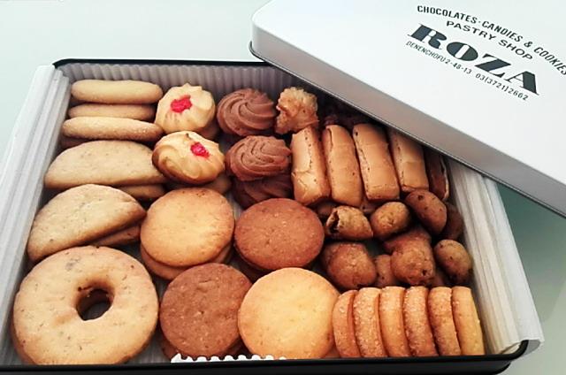 クッキーもパールホワイトの缶です