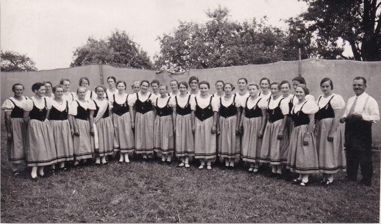 Der Töchterchor am Sängertag in Niederneunforn