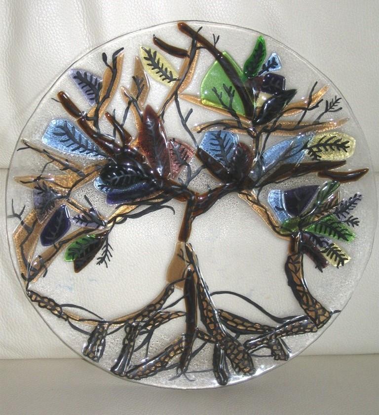 De boom van liefde, groei en leven. Techniek : Fusing, brandschilderen (dit object is tijdens mijn opleiding gemaakt)