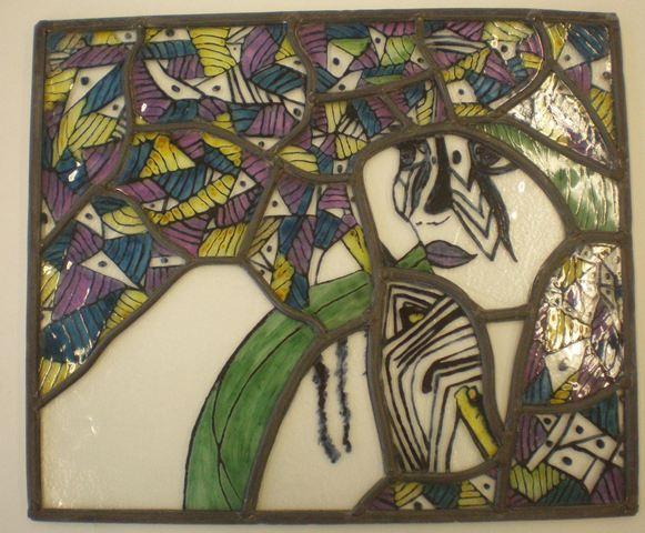 Vrouw met paraplu. Techniek : glas in lood, brandschilderen (dit object is tijdens mijn opleiding gemaakt)