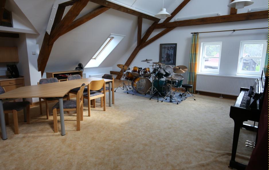 Kirchberg Altes Rathaus Dachzimmer Schlagzeugraum
