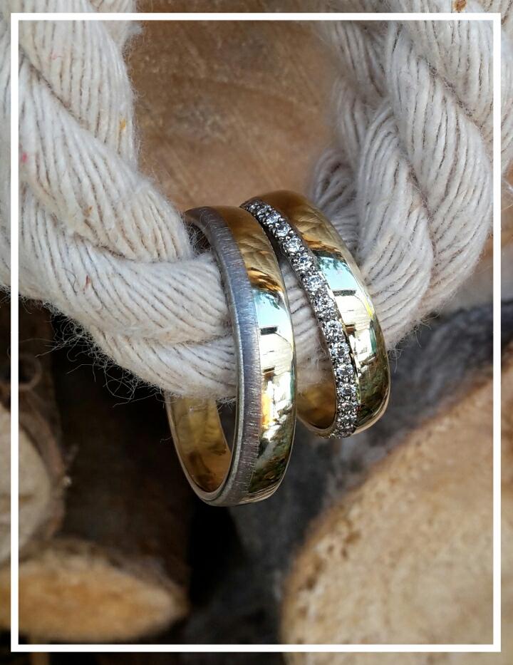 Trauringe zweifarbig in Gelb- und Weißgold 585/000 im Damenring sind 36 wunderschöne Brillanten die um die Wette funkeln dürfen.