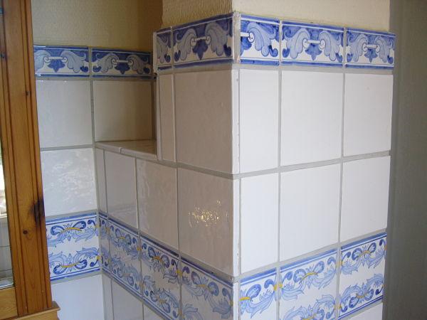 Fliesenelemente vom Bad der oberen Wohnung
