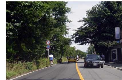 片側1車線道路では自転車を無理に追い抜かない - 人と車の安全な移動 ...