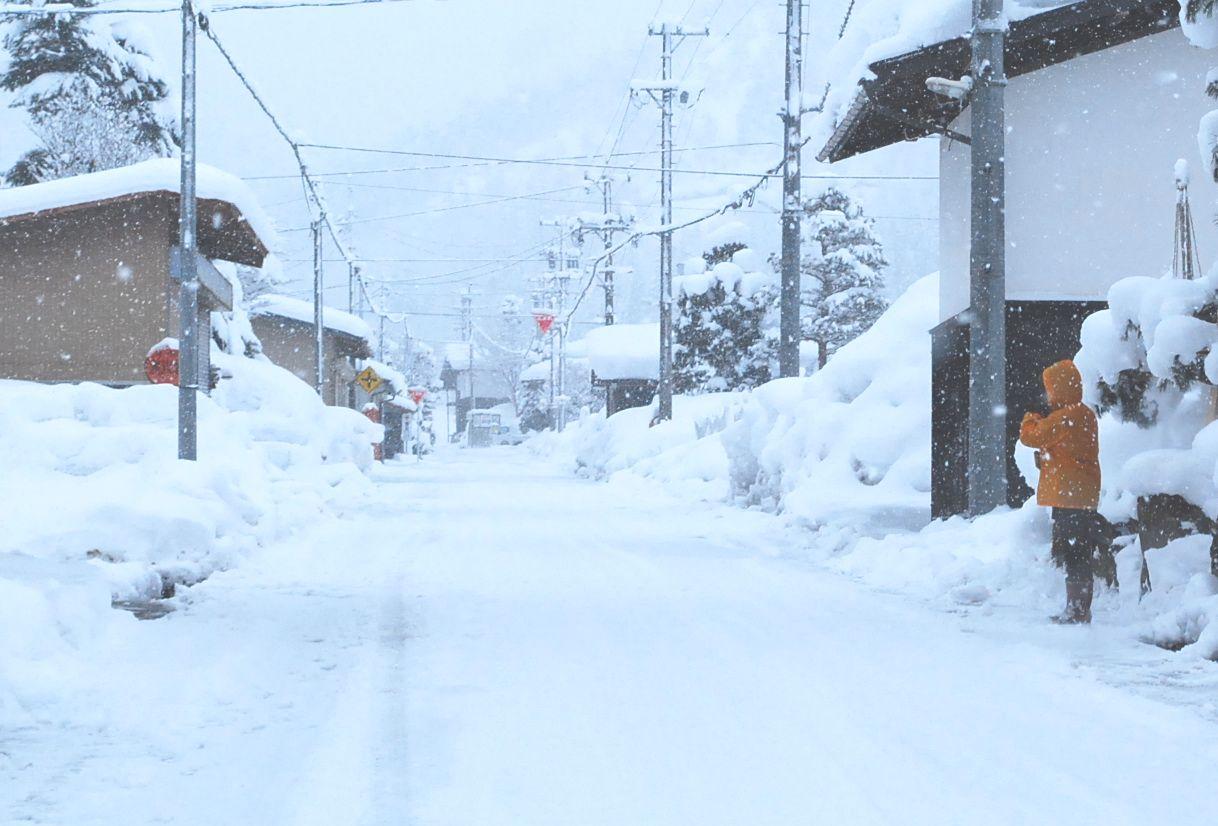 雪道では車道上の歩行者に注意12月25日(金)