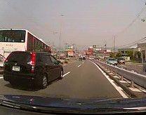 挙動不審な車 交通安全 事故防止 安全運転管理 運行管理