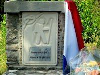 La stèle en mémoire d'Étienne Maurence