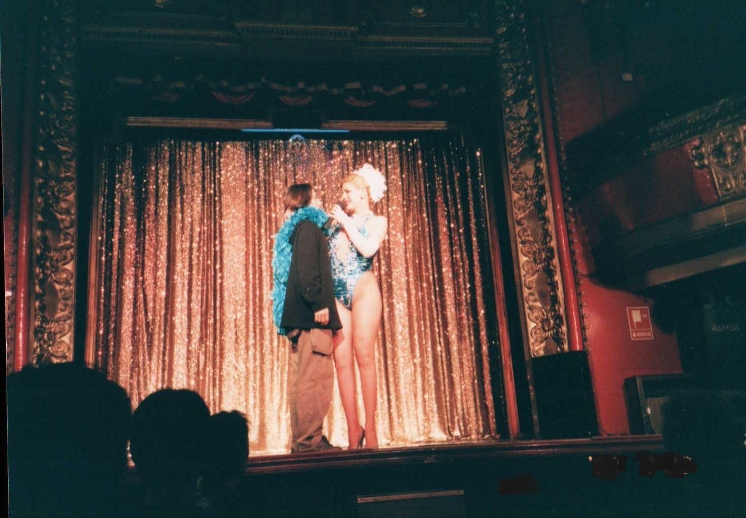 ブロードウェイの小劇場でステージに上げられてみたり・・・