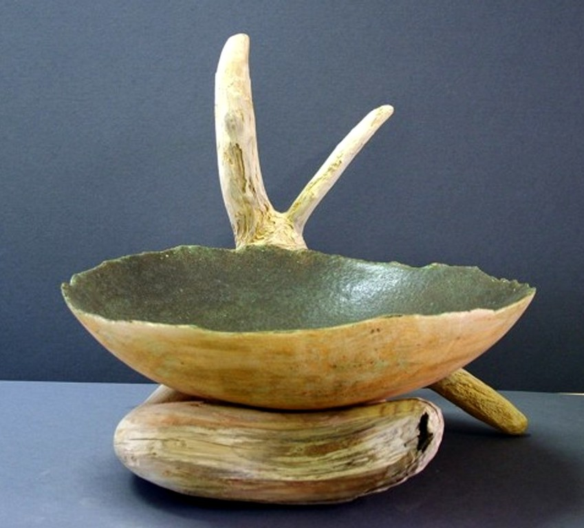 "Keramikarbeit ""Objektschale auf Wurzelholz"" (handgearbeitete Keramik, glasiert, Wurzel)"
