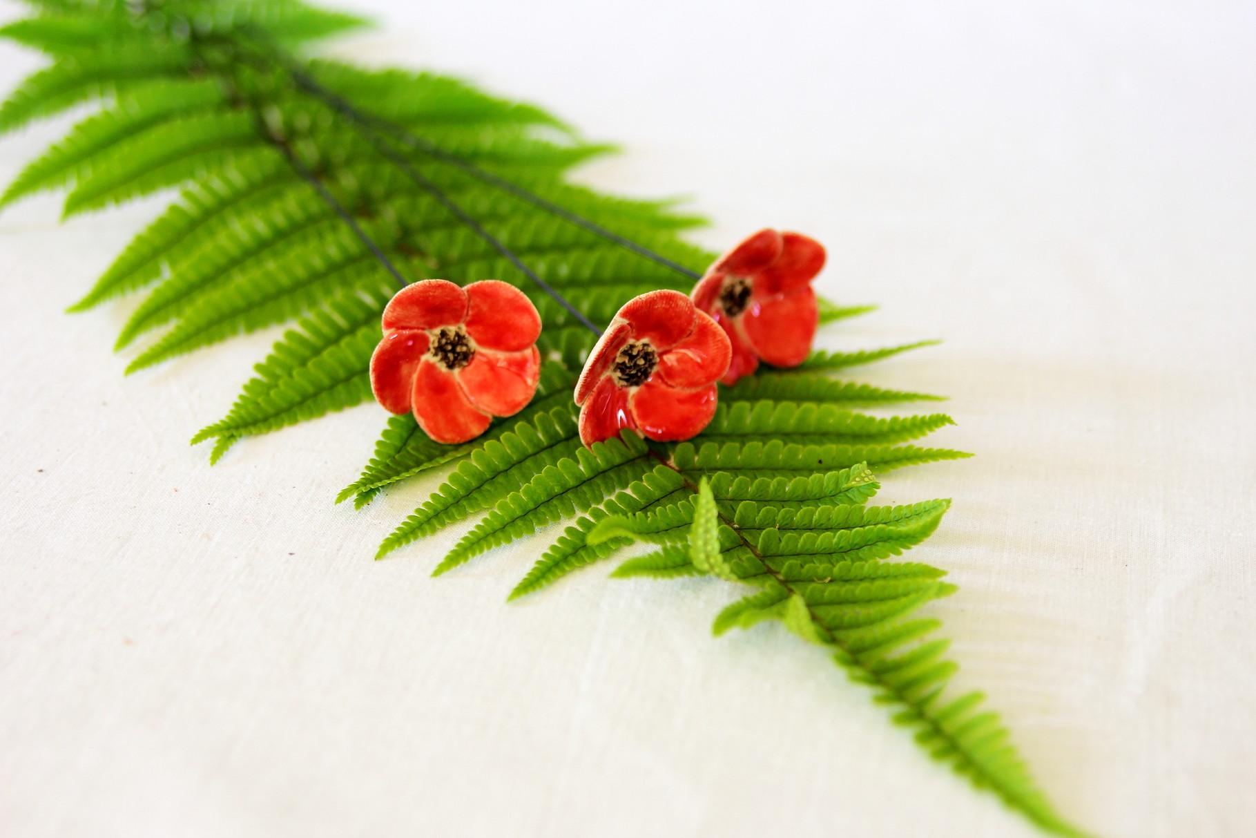 Blumen aus Keramik - rot